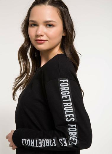 DeFacto Kolları Yazı Baskılı Sweatshirt Siyah